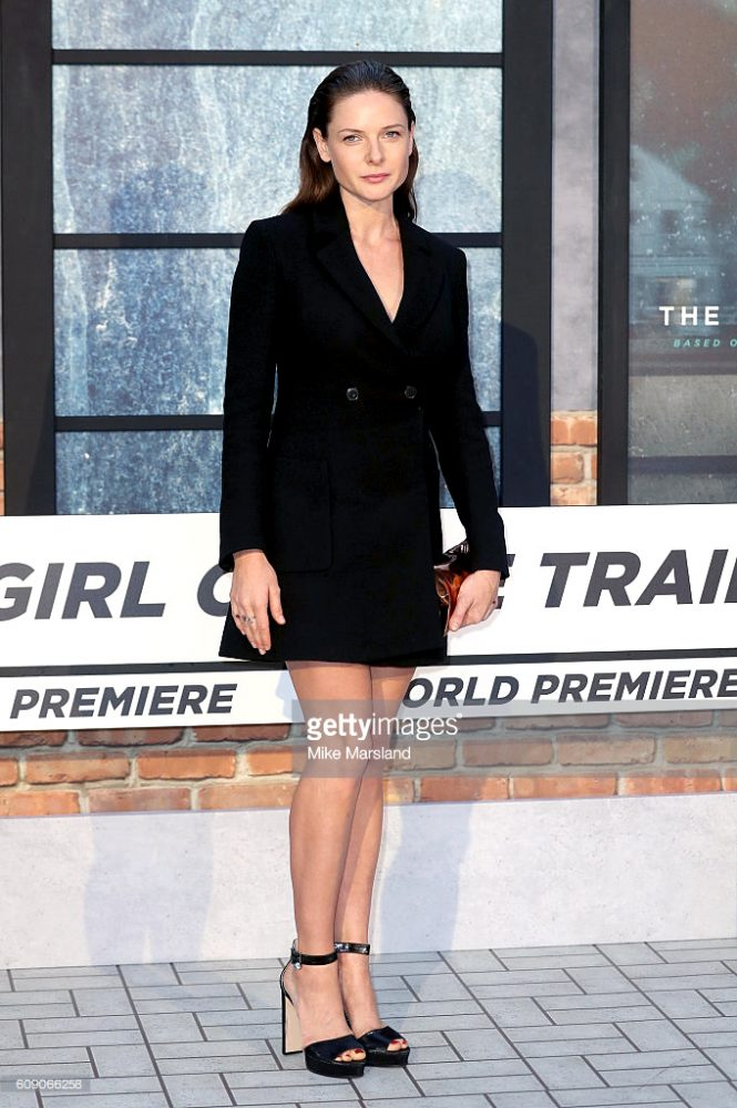 REBECCA FERGUSON wore a black double-breasted dress coat from the Pre-Fall 2016 collection.